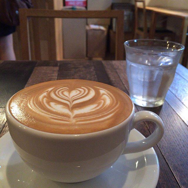 1 ROOM Coffee さんにも寄らせていただきました。cafe latteをW shotで。#1roomcoffee