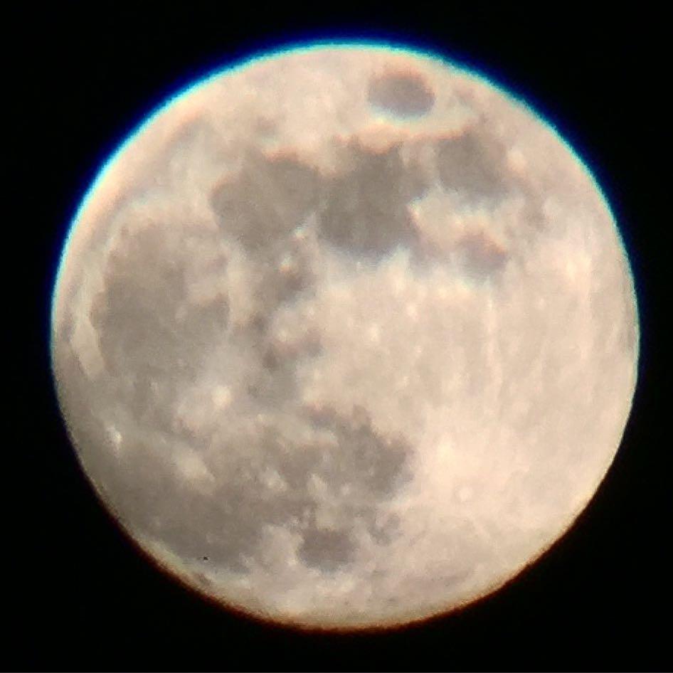 今日もおしまい。 風が強いが月はきれいだ。