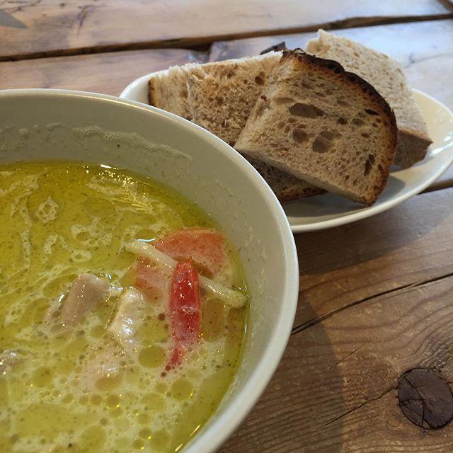 @boulanger_lunettes さんのパンとカレー。  僕のお昼ごはん。