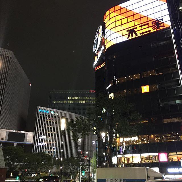 そして夕方の撮影に来たけど、 激しい雨で、出来たのは夜になっちゃった。