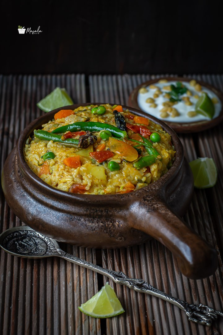 Side view of khichdi