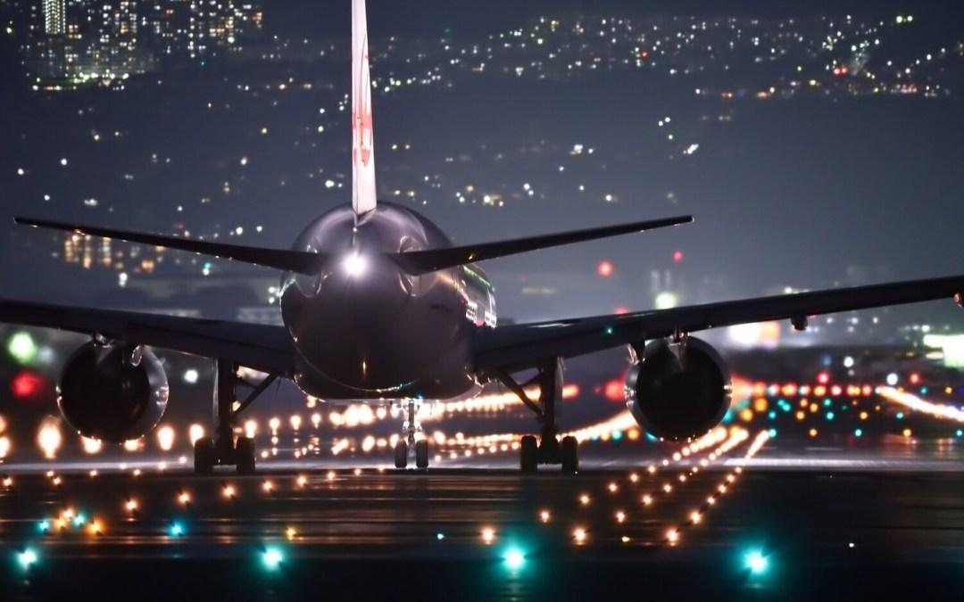 Flygskam, czyli jak obrzydzić latanie. Czy Polacy też chcą zrezygnować z usług linii lotniczych?