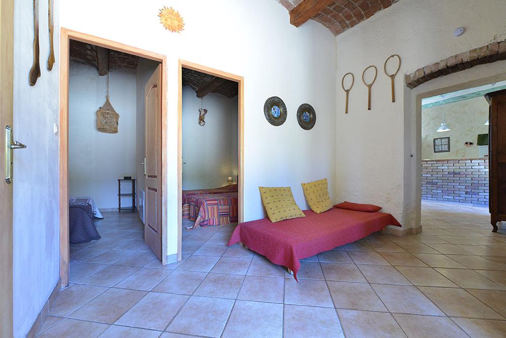 L'antichambre et les chambres aux Treilles au Mas de la Baillyde, gîtes de charme en Cévennes