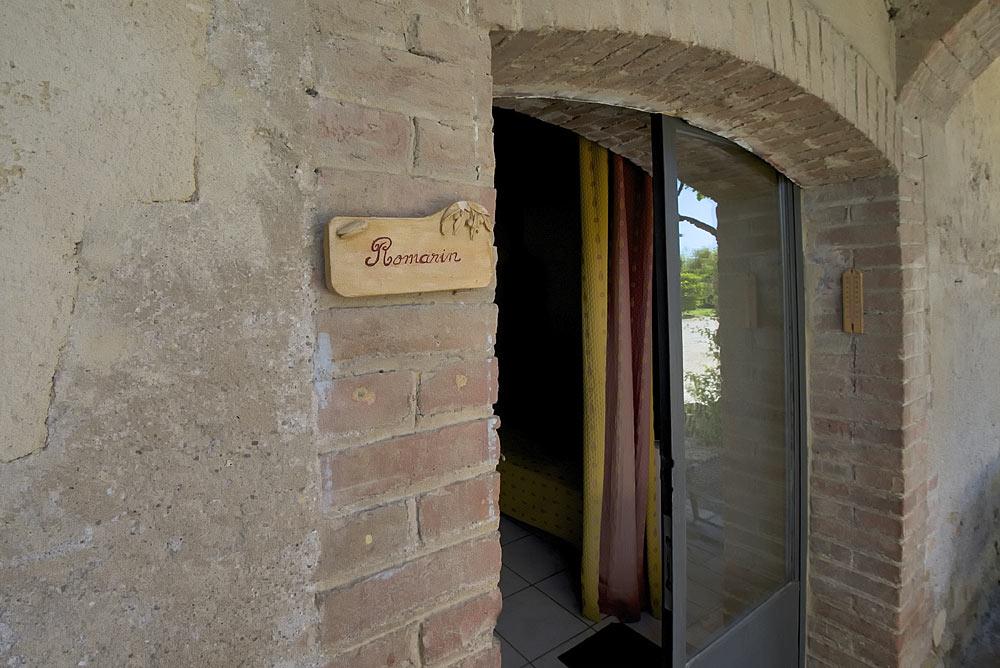 L'entrée du studio Romarin au Mas de la Baillyde, gîtes de charme en Cévennes