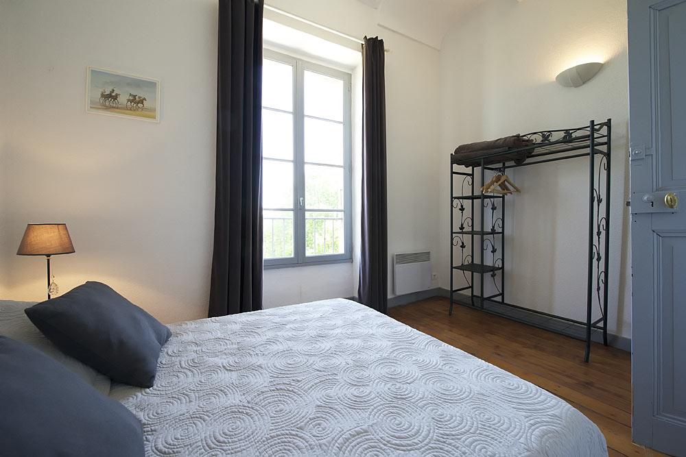 La chambre double lumineuse au premier étage au Tamaris au Mas de la Baillyde, gîtes de charme en Cévennes
