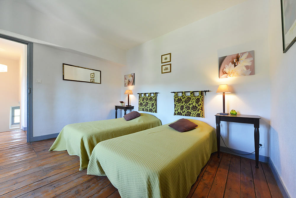 La chambre verte au premier étage au Tamaris au Mas de la Baillyde, gîtes de charme en Cévennes