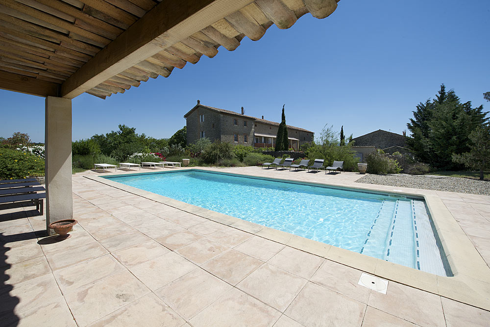 La piscine des gîtes en été