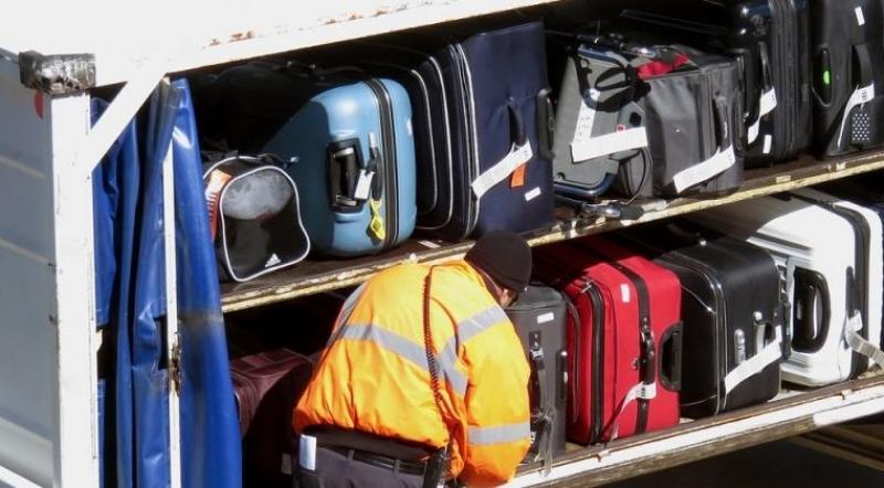 inilah Cara mengambil barang di bagasi pesawat dengan mudah