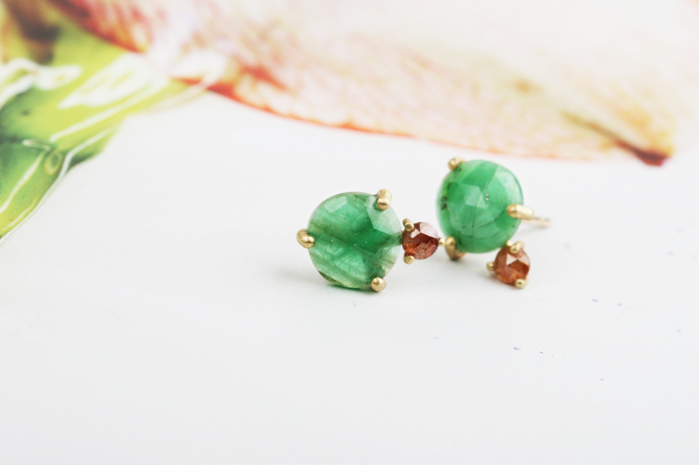 Stud earrings with green emeralds and diamonds