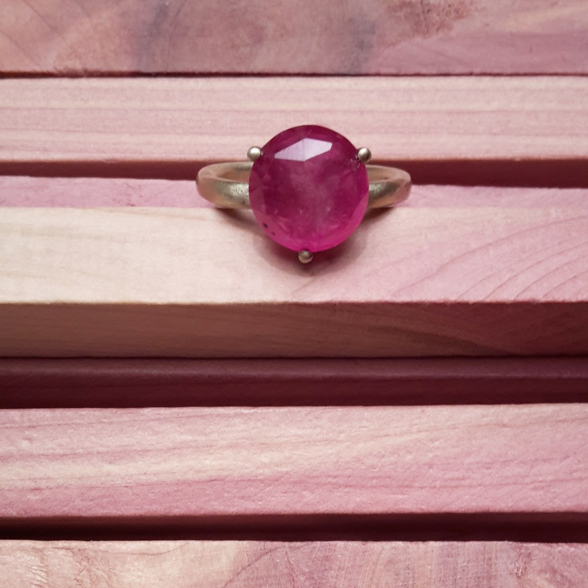 Gold ring with fuchsia sapphire _ maschio gioielli
