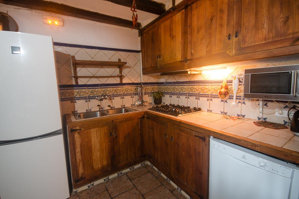 El mas de la segarra como es mas de la segarra casa for Mesa supletoria cocina