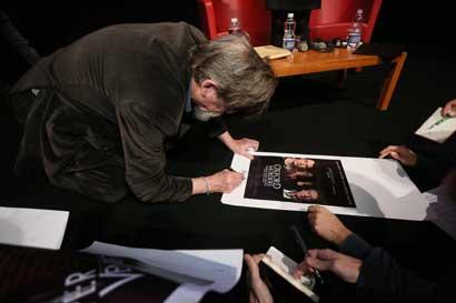 John Hurt firma gli autografi - Foto: Festival Internazionale del Film di Roma