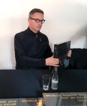 Nicolas Winding Refn autografa il suo libro - Photo MaSeDomani