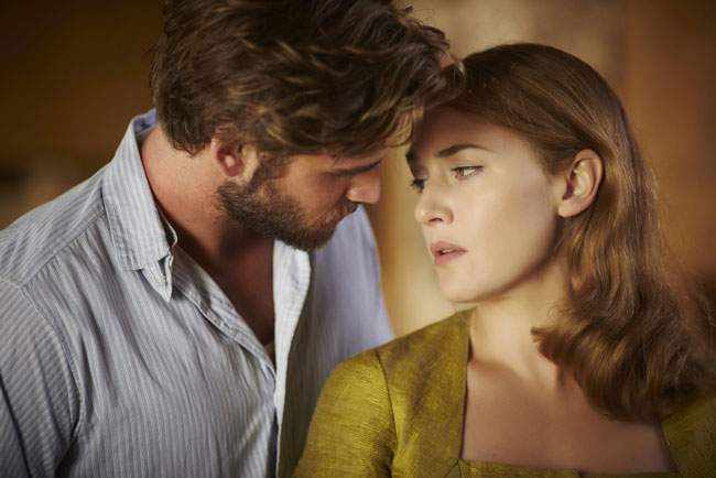 Liam Hemsworth e Kate Winslet in The Dressmaker - Foto: Eagle Pictures