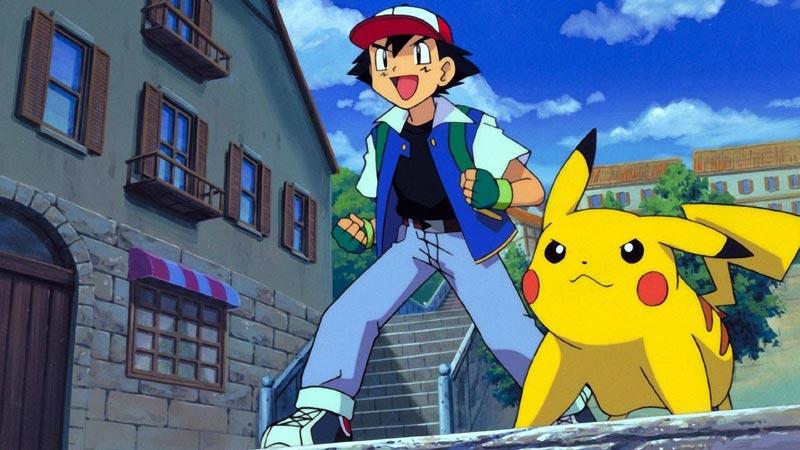 Ash Ketchum, protagonista del cartone animato, con Pikachu