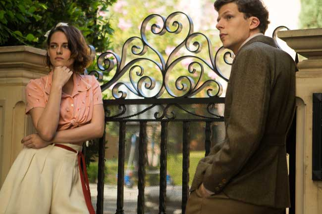 Kristen Stewart e Jesse Eisenberg in Café Society - Photo: courtesy of Warner Bros. I