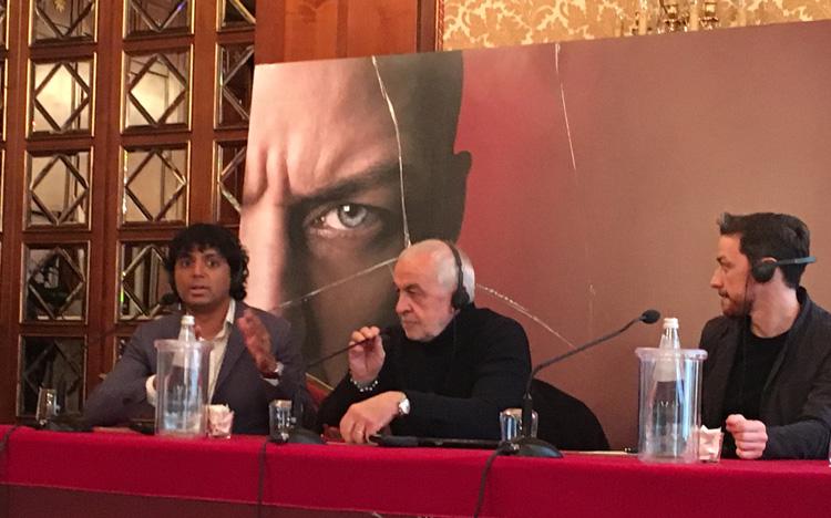 Il regista M. Night Shyamalan e l'attore James McAvoy alla conferenza stampa milanese del film SPLIT - Foto di Luca Zanovello