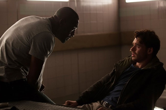 Idris Elba in una scena del film Bastille Day - Photo: Eagle Pictures