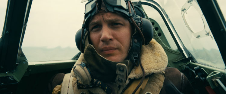Tom Hardy in una scena del film Dunkirk © 2017 WARNER BROS. ENTERTAINMENT INC. ALL RIGHTS RESERVED