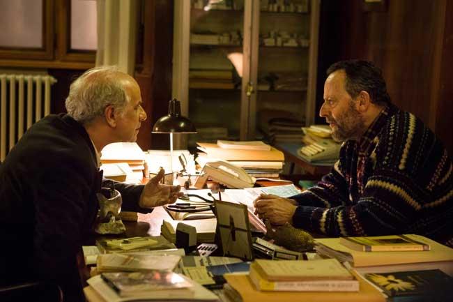 Toni Servillo e Jean Reno nel film La Ragazza nella Nebbia - Ph: Medusa Film