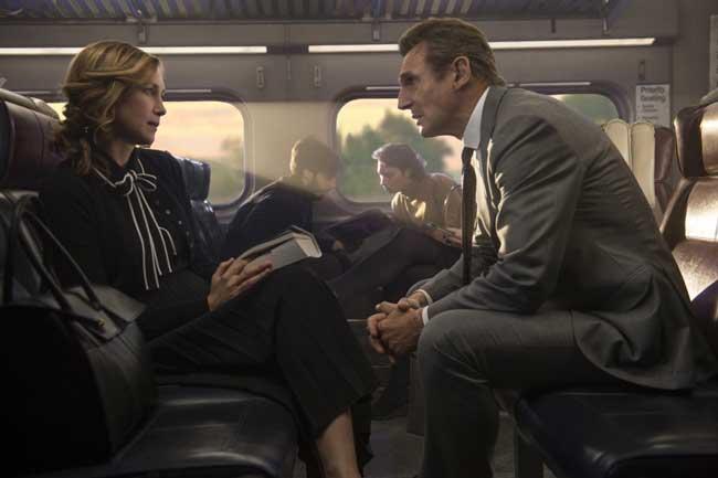 Vera Farmiga e Liam Neeson in una scena del film L'uomo sul treno - Photo: courtesy of Eagle Pictures