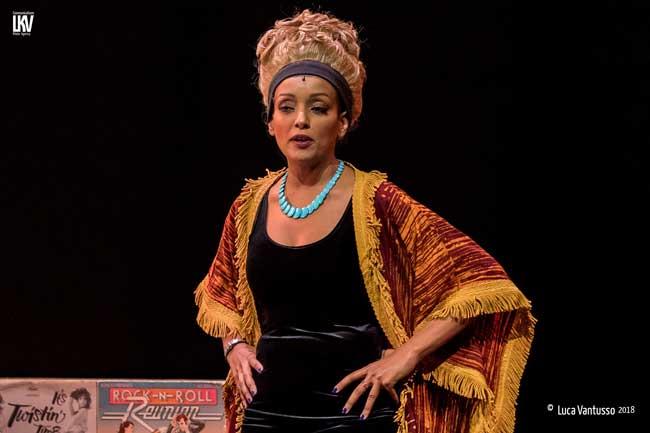 Helen Tesfazghialias Motormouth Maybelle nel musical Hairspray © Luca Vantusso