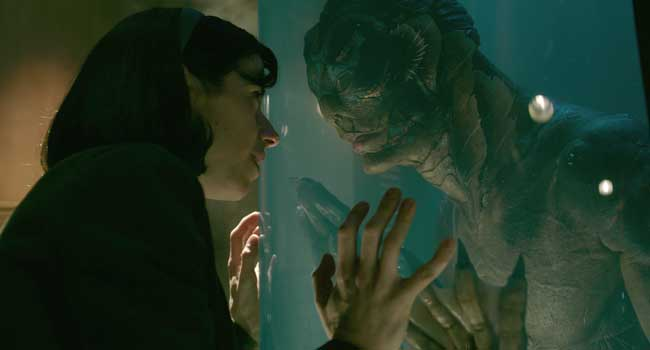 Sally Hawkins e Doug Jones in una scena del film The Shape of Water - Photo: courtesy of 20th Century Fox Italia