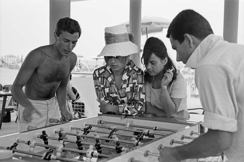 L'Italia di Magnum - Erich Lessing, Cesenatico, 1960, In spiaggia - Photo by Erich Lessing / Magnum Photos
