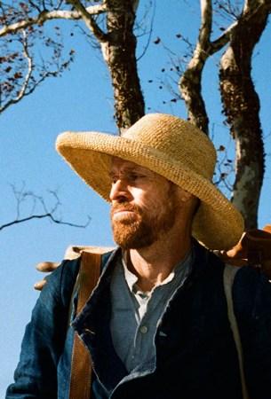 Willem Dafoe in una scena del film At eternity's gate