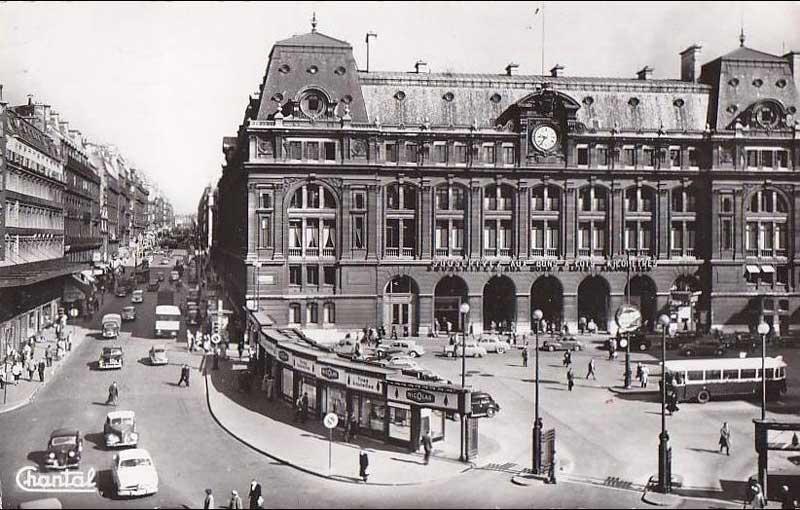 Carte postale de Paris, Gare de Chemins de Fer - Saint Lazare Cours de Rome