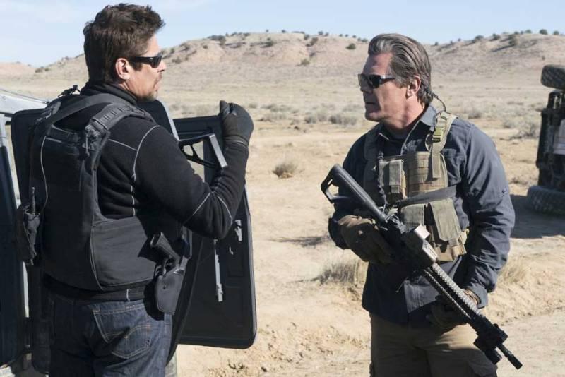 Benicio del Toro e Josh Brolin in Soldado - Photo: courtesy of 01 Distribution