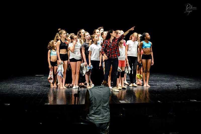 Annie il musical - foto prove: Fiorella Nolis col cast
