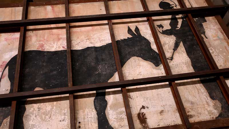 L'uomo che rubò Bansky: Il murales Donkey's Documents di Banksy - Photo courtesy of Nexo Digital