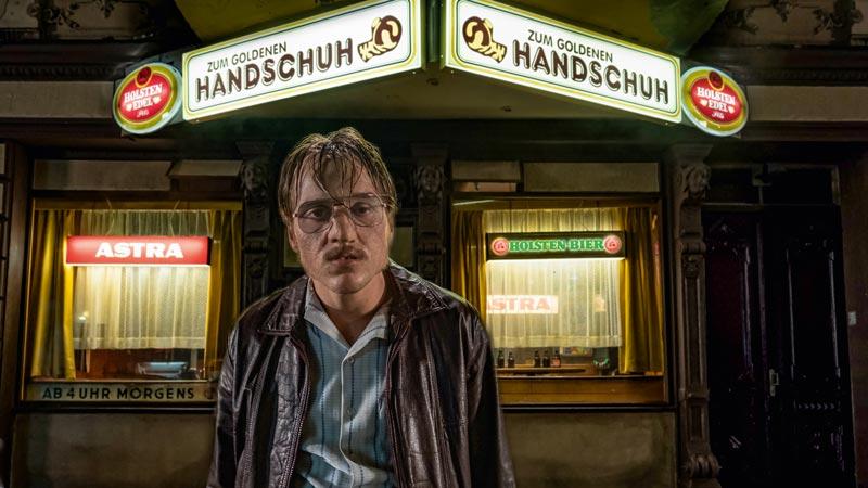 Jonas Dassler in una scena del film The Golden Glove/ Der goldene Handschuh © Gordon Timpen / 2018 bombero int./Warner Bros. Ent.