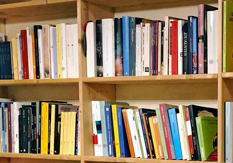libreria - Photo by MaSeDomani