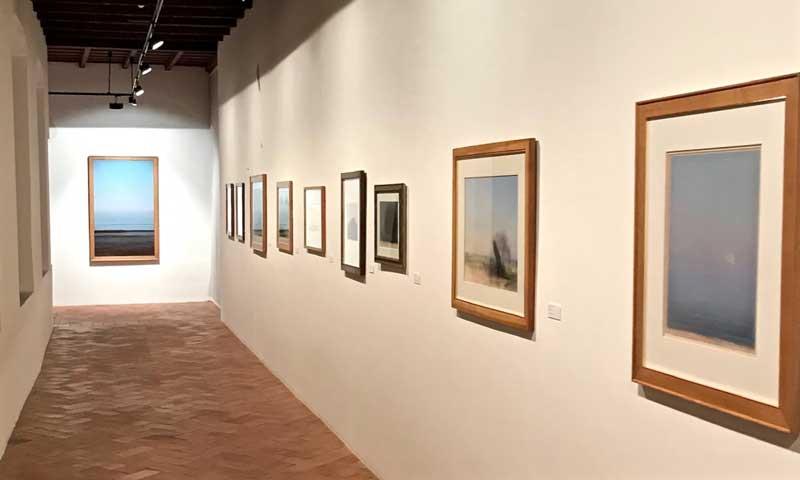 L'allestimento della mostra al Museo d'arte Mendrisio - Sulla parete una selezione di pastelli - Photo: MaSeDomani