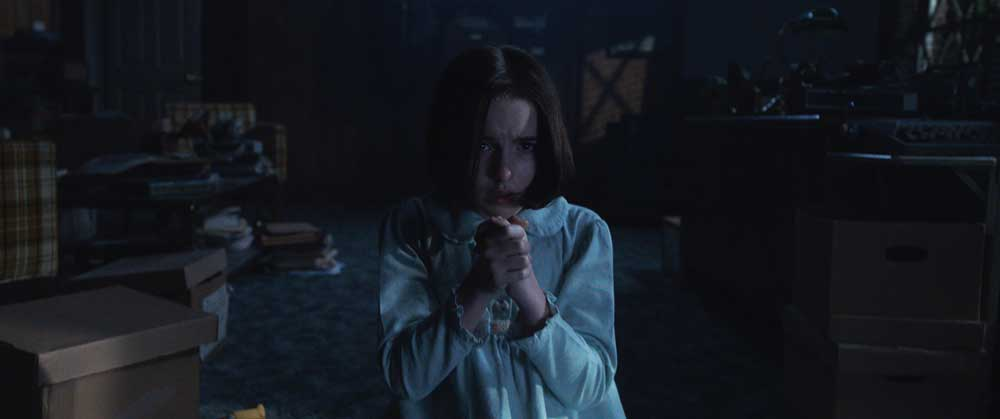 MCKENNA GRACE in una scena del film Annabelle 3 - Photo Credit: Courtesy of Warner Bros. Pictures