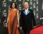 John Waters sul red carpet con Lili Hinstin - Photo: Locarno film festival/ Samuel Golay