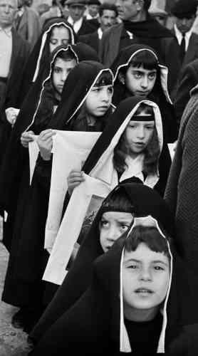 Ferdinando Scianna, Processione dei misteri del venerdì Santo, Ciminna, 1964 © Ferdinando Scianna
