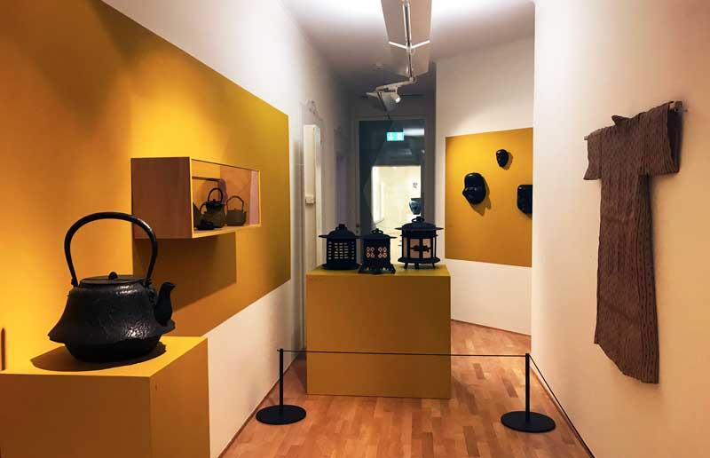 Giappone L'arte nel quotidiano, alcuni manufatti in mostra nella sala numero XVII del Museo Vincenzo Vela - Foto: MaSeDomani