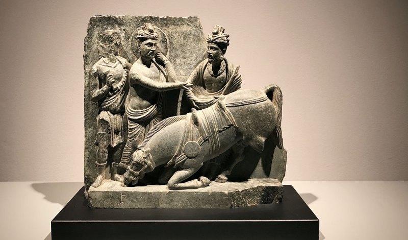 L'addio al cavallo Kanthaka, Gandhara, II-III° secolo d.C., scisto grigio - Photo MaSeDomani