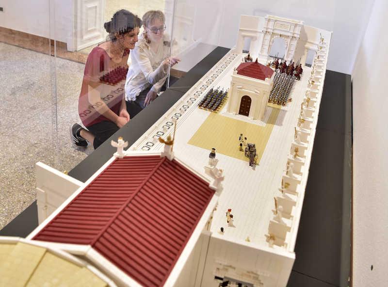 L'allestimento del Foro di Nerva, dalla mostra I Love Lego. Foto di Duilio Piaggesi per Arthemisia