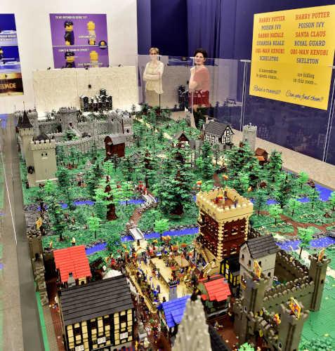 L'allestimento del Grande Diorama Castello, dalla mostra I Love Lego. Foto di Duilio Piaggesi per Arthemisia
