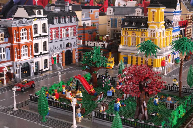 Dal Grande Diorama City esposto alla mostra I Love Lego a Milano