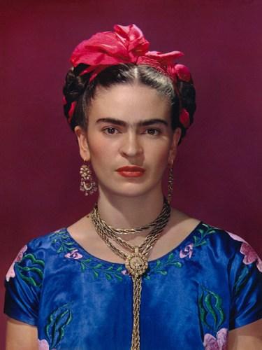 Una delle immagini in mostra: Frida Kahlo, Blue Dress © Nickolas Muray Photo Archive