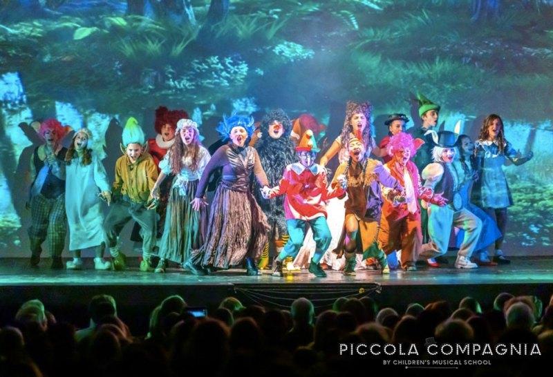 Un momento di Shrek il Musical Jr. Photo: Alberto Fraccon.
