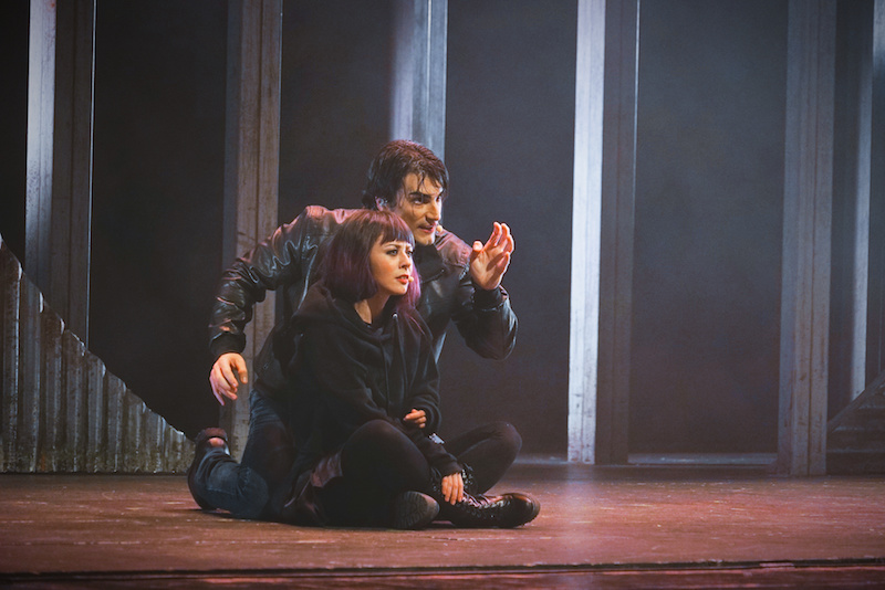 I protagonisti di We Will Rock You il musical: Galileo (Luca Marconi) e Scaramouche (Martha Rossi)