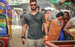 Tyler Rake (Extraction, 2020) Chris Hemsworth in una scena del film Netflix- Photo: Jasin Boland