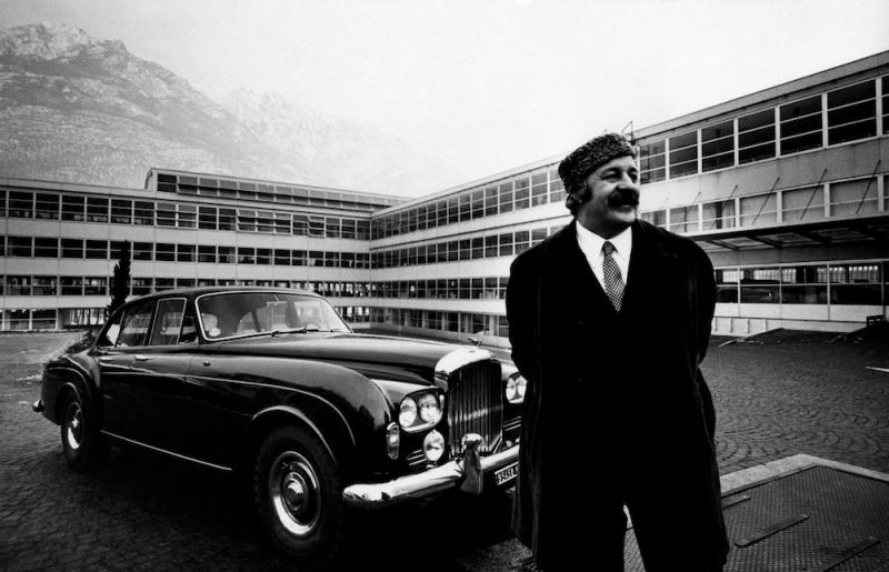 Portrait of Renato Bialetti in front of his plant