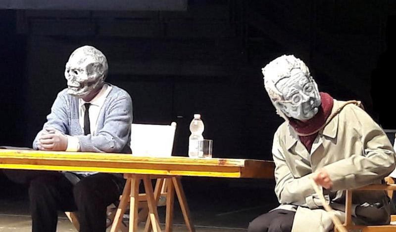 Riapre il Teatro Parenti: Gli attori di Sulla morte senza esagerare, durante la conferenza stampa. Foto: Sarah Pellizzari Rabolini.